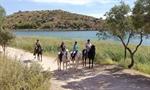 Turismo rural a caballo en las Laguna de Ruidera, Albacete. Foto: cedida por Marca Turismo Ecuestre.