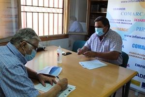 Firma del presidente, Pedro Antonio Palomo, con alcalde de Las Labores, Juan Miguel Alonso