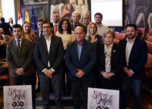 El presidente de la Diputación, José Manuel Caballero, junto al alcalde de Villarrubia, Miguel Ángel Famoso, y el resto de alcaldes de los municipios participantes