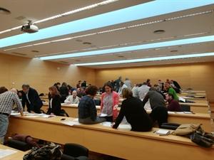 Imagen de los grupos realizando la actividad práctica propuesta